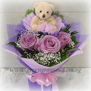HB08049-GLSW-3 Ecuador Purple Rose w/Bear hand bouquet
