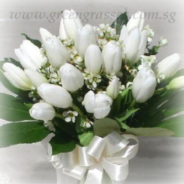 HB13021-LLGRW-20 Wh Tulip Hand Bouquet