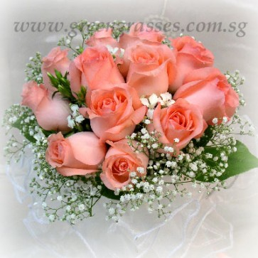 WB08530-ROM-12 Pk Rose hand bouquet