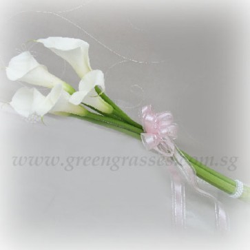 WB09027-PWP-5 Wh Calla Lily w/bead hand bouquet