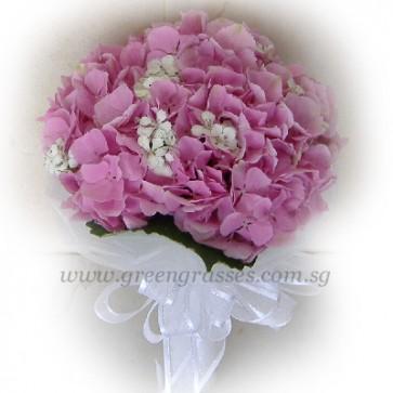 WB09517-ROM-Pk Hydrangea hand bouquet