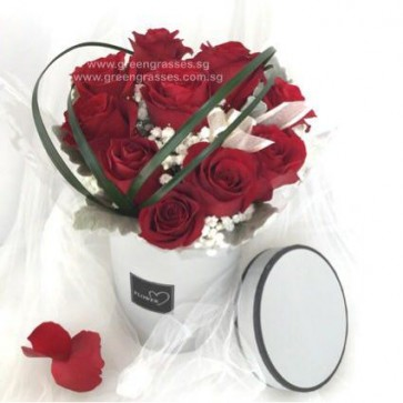 BX07512-RDHB-Heart Shaped 10 Red Roses in Rd Box