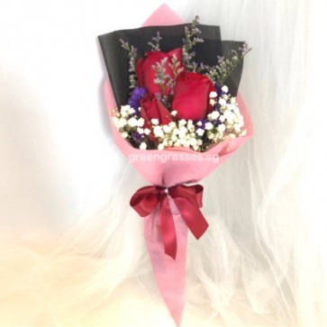 HB04579-SW-3 Red Rose hand bouquet