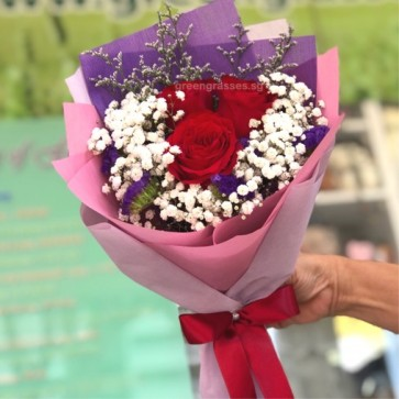 HB05588-LSW-3 Red Rose hand bouquet