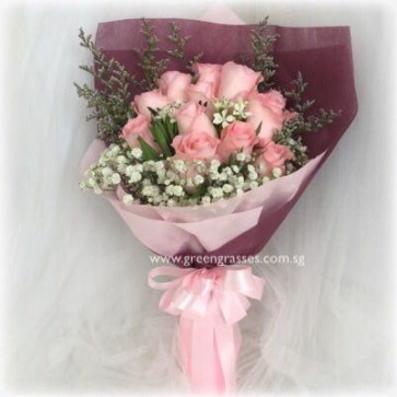 HB07536-GLSW-12 Pk Rose hand bouquet