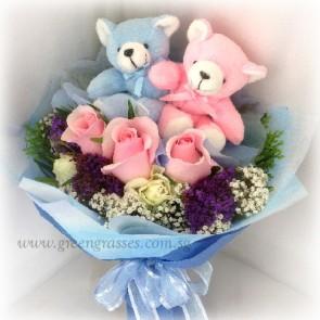 HB07079-GLSW-3 Pk Rose hand bouquet w/2 Bear