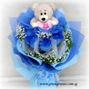 HB07826-GLSW-3 Ecuador Blue Rose w/Bear hand bouquet