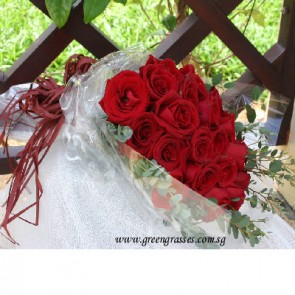 HB08102-SW-20 Red Rose hand bouquet