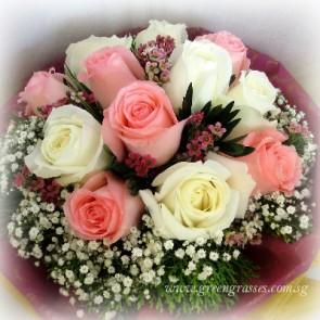 HB08106D-LLGRW-12 Rose(Pk & Wh) hand bouquet