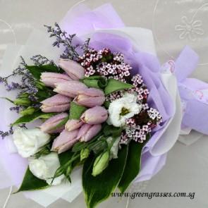 HB10049-DSW-10 Lt Ppl Tulip hand bouquet