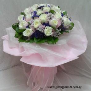 HB12729D-ORW-24-Cr Wh Rose hand bouquet
