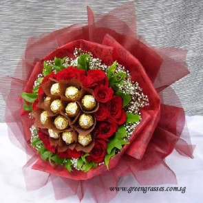 HB12902-DRW-18 Red Rose+12 Rocher Chocolate