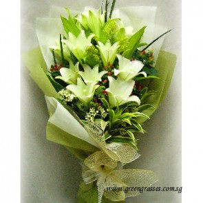 HB13020-LSW-11 Lily Hand Bouquet