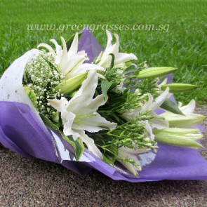 HB13806-LSW-Wh Lily Hand Bouquet