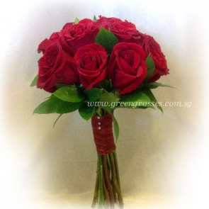 WB08553-ROM-12 Red Rose hand bouquet