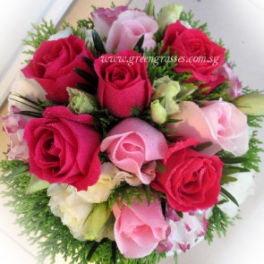 WB11551 ROM-12 Mix Pk Rose w/Eustoma hand bouquet