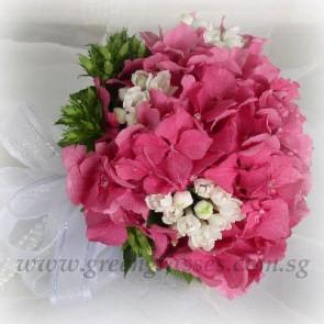 WB09518-ROM-Dk Pk Hydrangea hand bouquet