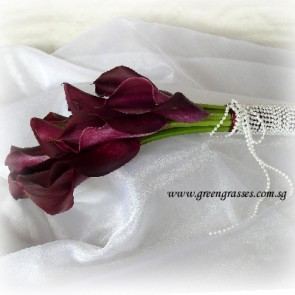 WB12516 ROM-9 Burgundy Calla Lily hand bouquet