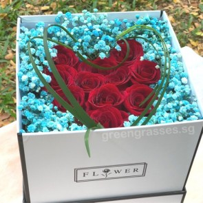 BX11519-SQLB-Heart Shape Red Roses in Sq Floral Box