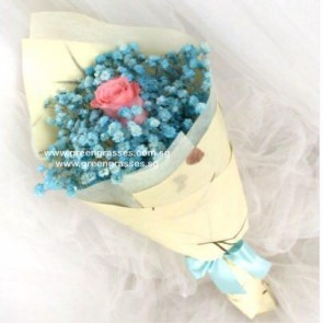 HB05027-SW-1 Pk Rose w/Blue BB Hand Bouquet