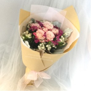 HB06019-KW-Mini Pk Rose hand bouquet