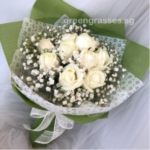 HB07325-LGRW-9 Wh Rose hand bouquet