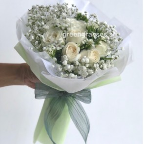 HB07338-BOQ-9 Wh Roses  hand bouquet