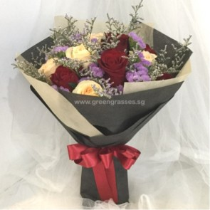 HB07506-ORWs-12 Rose(Red + Champagne) hand bouquet
