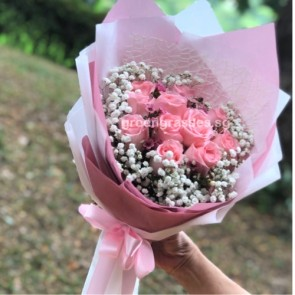 HB07825-11 Pk Roses hand bouquet