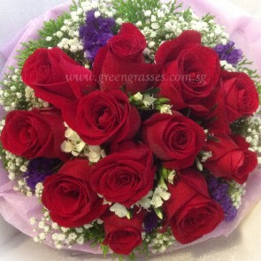 HB08039-LLGRW-12 Red Rose hand bouquet